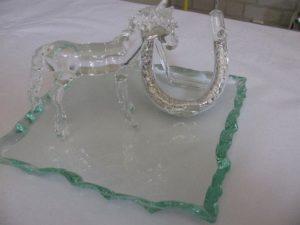 Paard met hoefijzer